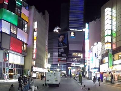 歌舞伎町セントラルロードをウォーキング